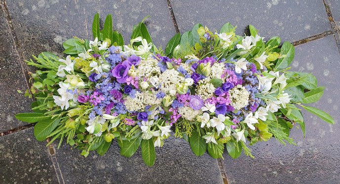 sherborne-memorial-flowers-black-shed