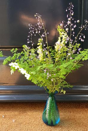 summer-arrangement-black-shed-flowers-4.