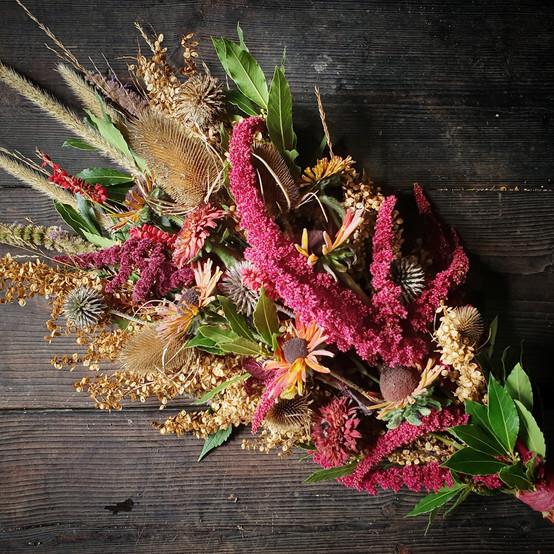 rustic-rural-funeral-flowers-black-shed