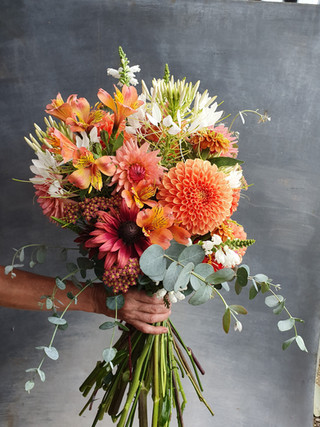 festival-wedding-flowers-black-shed
