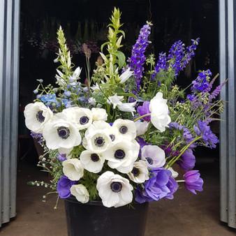 anemones-wedding-black-shed-flowers.jpg