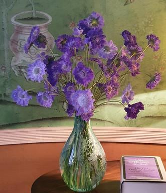 scabious-arrangement-black-shed-flowers.
