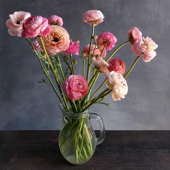 ranunculus-vase-black-shed-flowers.jpg