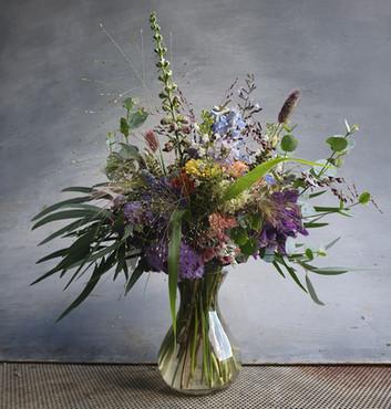 black shed bouquet vase