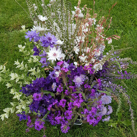 september-wedding-black-shed-flowers.jpg