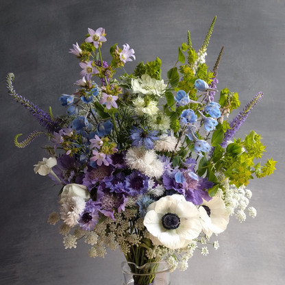 black-shed-bridal-bouquet-spring