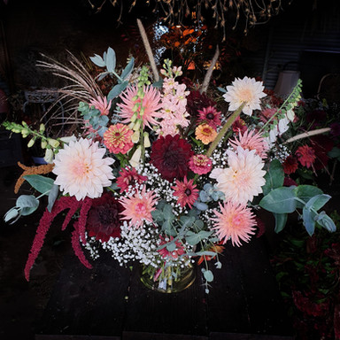 black-shed-wedding-flowers-table