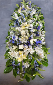 black-shed-funeral-flowers-sherborne