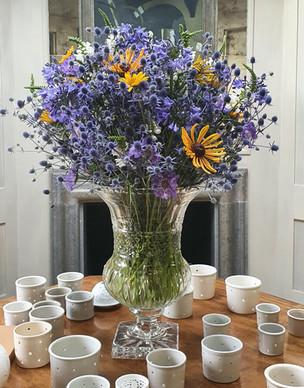eryngium-arrangement-black-shed-flowers.