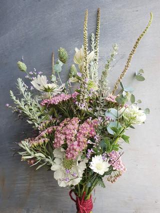 summer-bridal-bouquet-black-shed.2