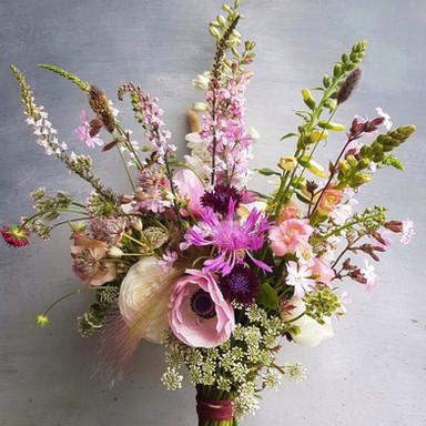 black-shed-wedding-bouquet