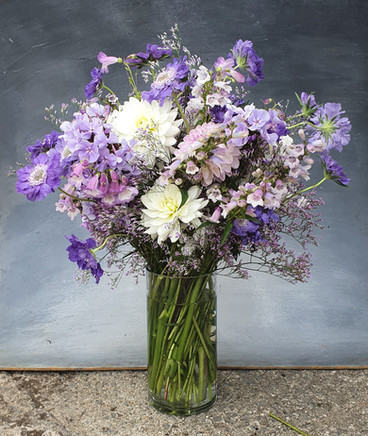 lilac-white-summer-arrangement-black-she