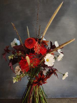 dramatic-wedding-flowers-blackshed