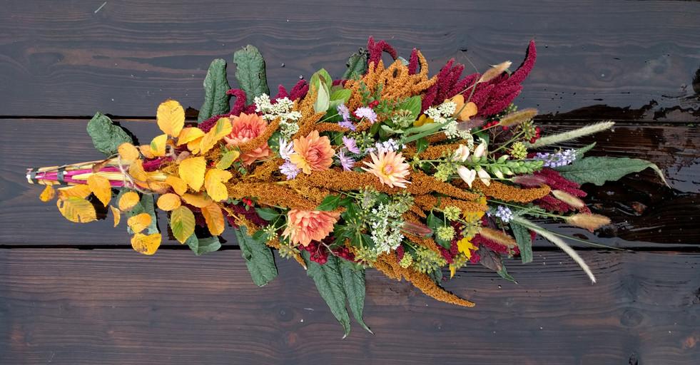 funeral-sympathy-rustic-flowers-black-sh