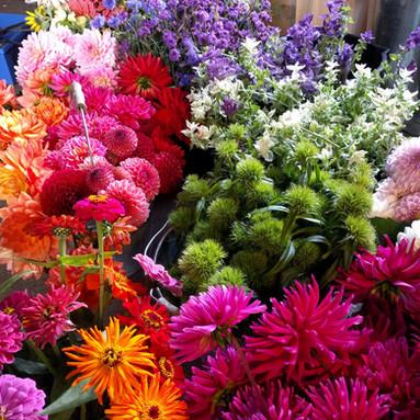 black-shed-wedding-flowers.jpg