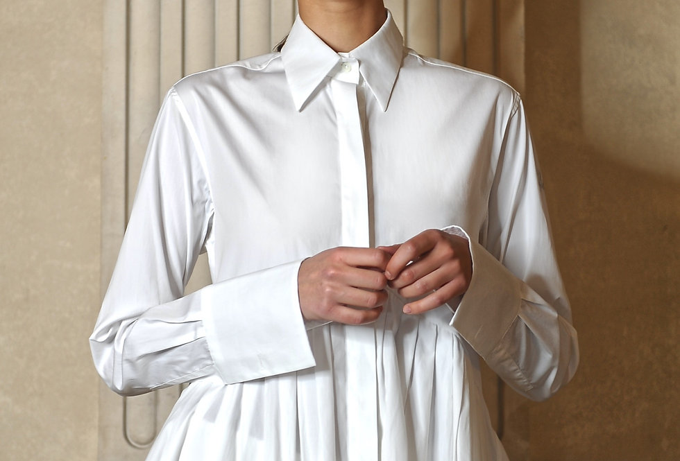 Liv pleated shirt in white