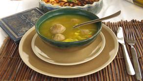 קניידעלך טבעוניים (ומתכון למרק ירקות מעולה)