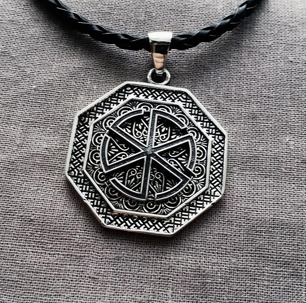 громовик(громовник) - оберег, знак Перуна, серебрянный кулон на кожаной цепочке