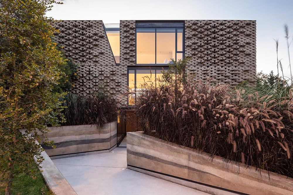 Casa 2.0 es moderna y atemporal inspirada en una arquitectura vernácula