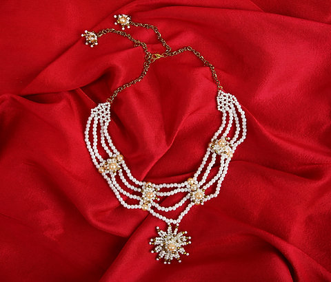 Noble's Grace Pearl Necklace