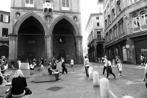 b&b bologna piazza mercanzia.jpg