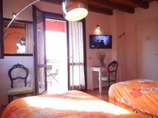bologna bedandbreajfasr orange room.JPG
