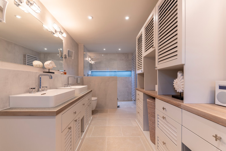 Badezimmer- Bathroom