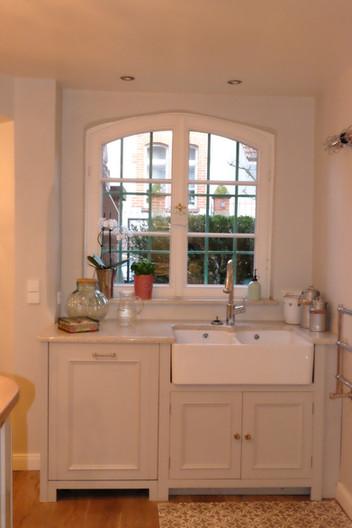 Country kitchen sink - farmhouse sink