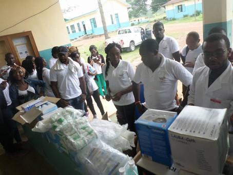 Remise de dons a l'hôpital d' Eseka