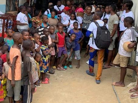 Remise de Dons en faveur des enfants et mères déplacés du NOSO à Douala