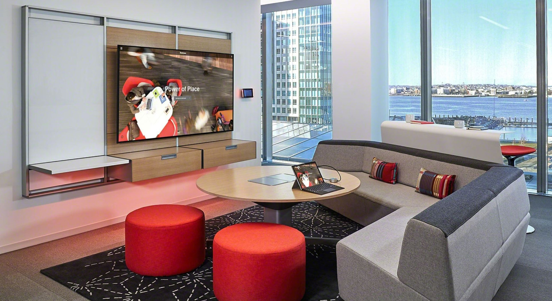 Mediascape Lounge 5.JPG