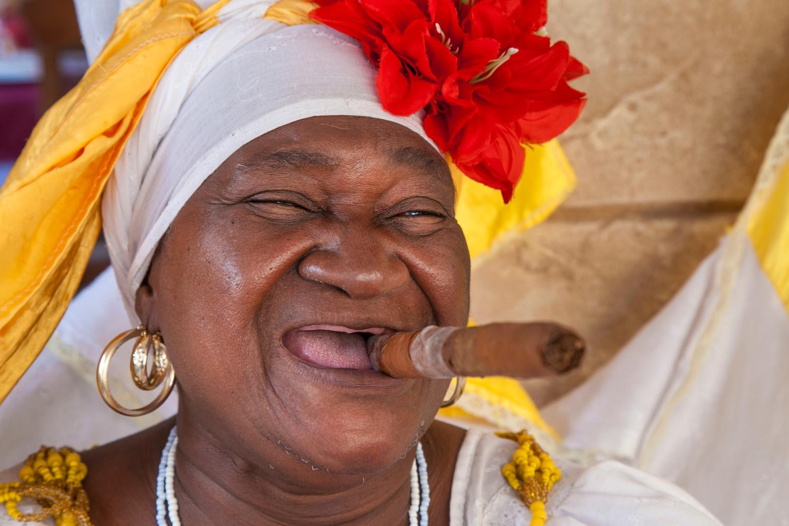 femme cigar.jpg