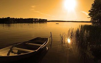 Romantik am See mit Boot.JPG