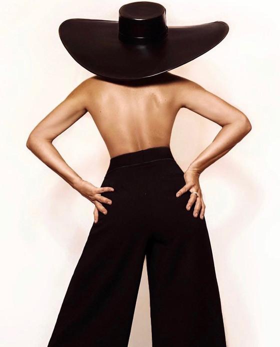 Sabrina Sato usa chapéu Graciella Starling