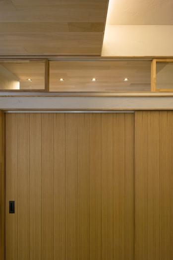 寝室の欄間建具
