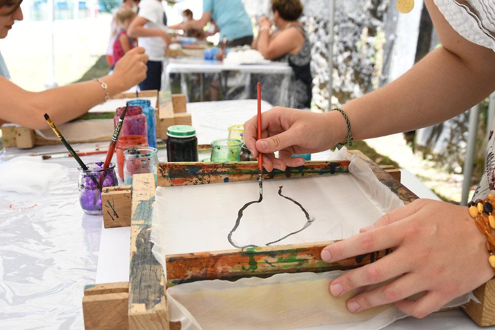 Soieries_atelier_peinture_soie_PCU_Monfr