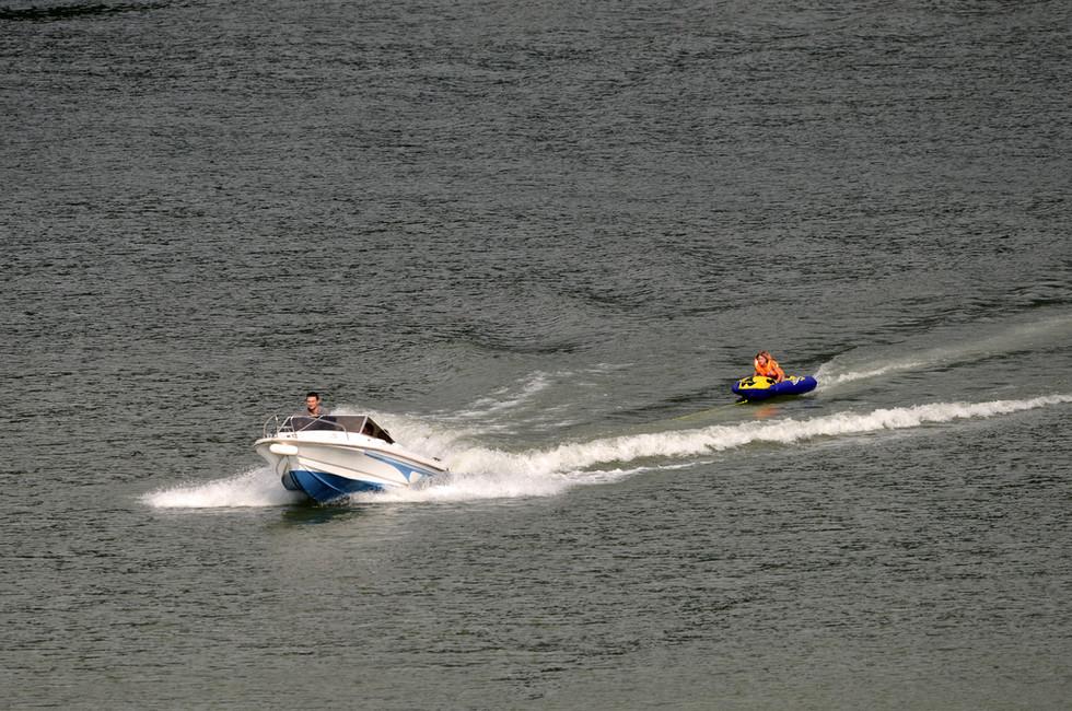 Boat-Bouee-Chambod-JF2_6654.JPG