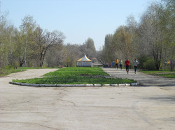 1200px-Molodezh-park