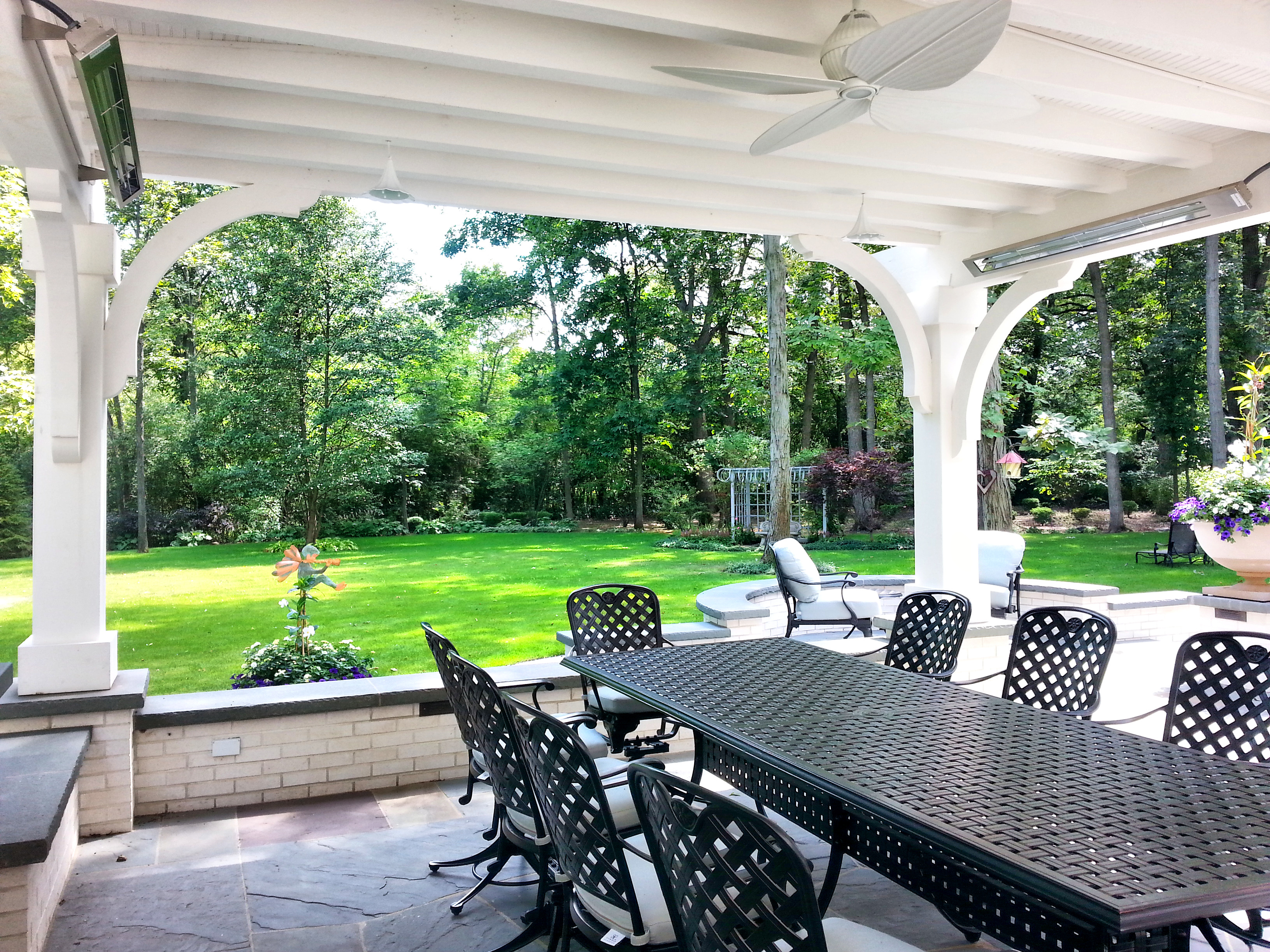 Lake Forest Pergola Outdoor Dining
