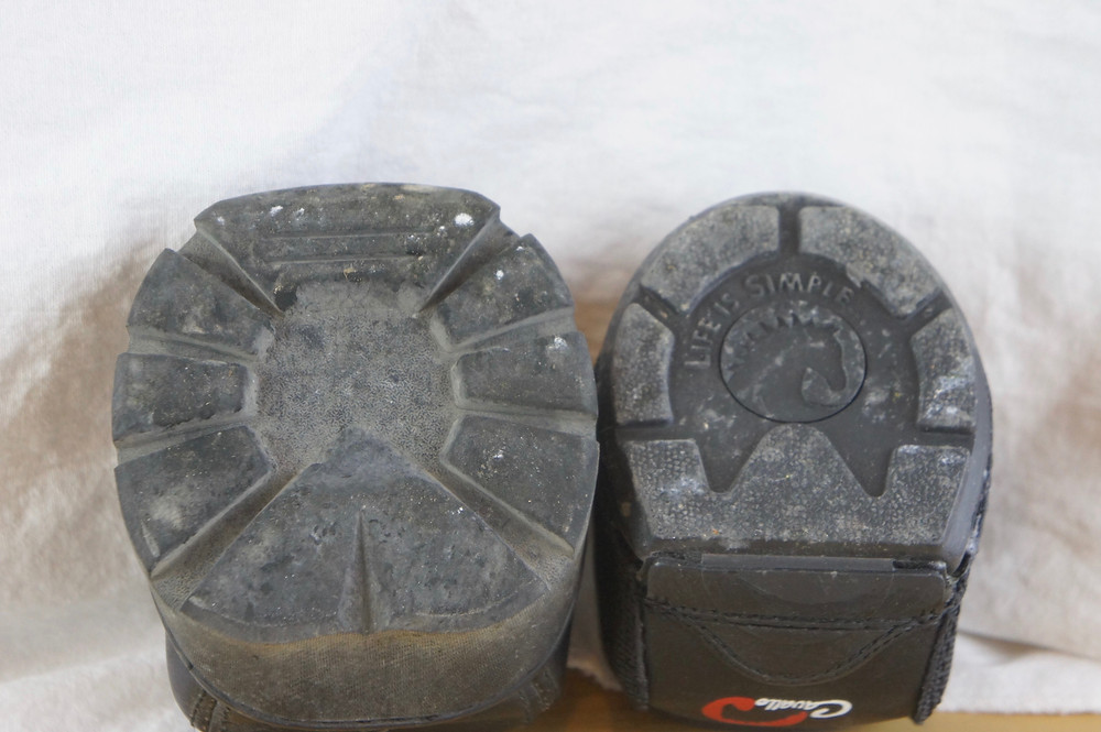 Easyboot on the left, Cavallo boot on the right.