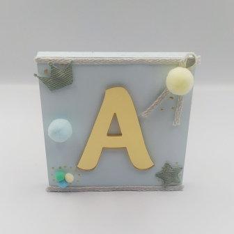 Καδράκι baby blue με plexiglass γράμμα