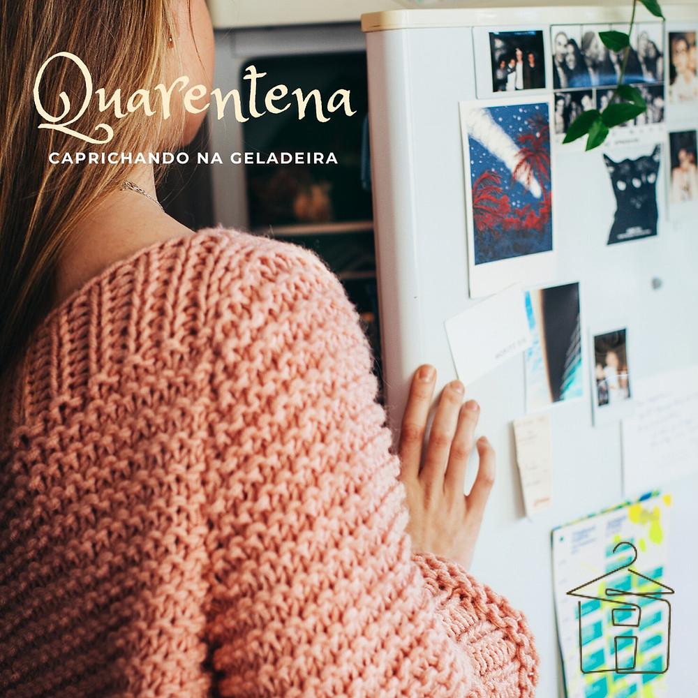 Mulher em frente a geladeira aberta
