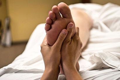 foot-massage-2277450_1920.jpg