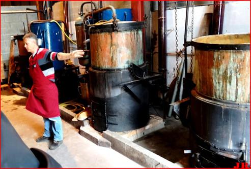 Laurent qui explique le metier de distillateur