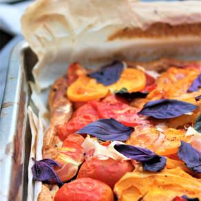 Kleurrijke tomatentaart met ricotta