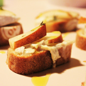 Crostini met peer en camembert