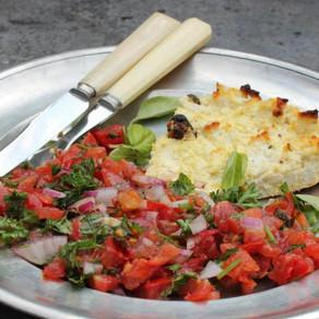 Ricotta uit de oven met salsa van tomaten