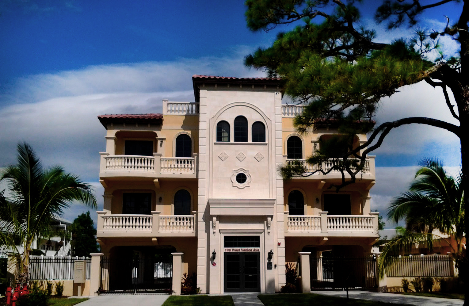 Chateau Venice Const Photo 01
