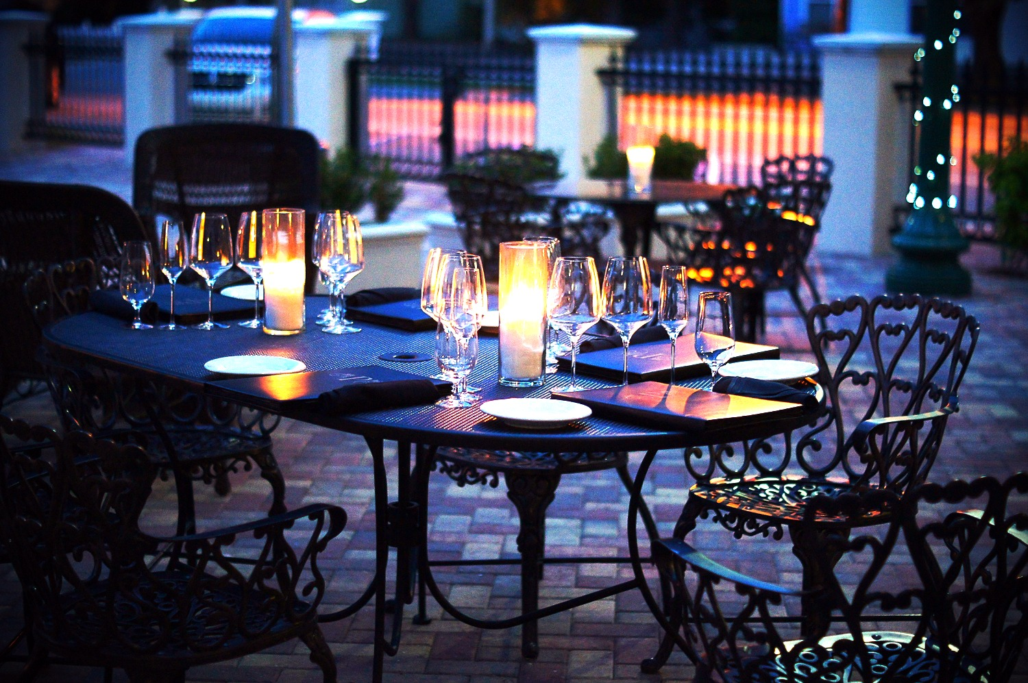 150_Pomona_Bistro_Wine_Bar-high-end-outdoor-dining-iron table-outdoor-fireplac780x450e_edited