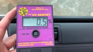 この暑い時期には断熱フィルムが効果的です。